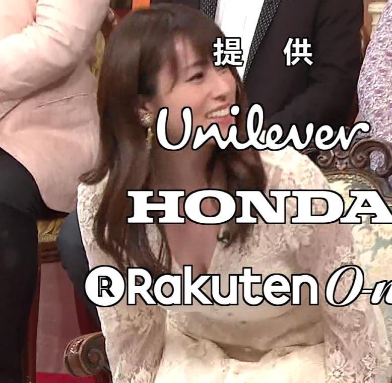 深田恭子 胸の谷間見せムチムチ衣装キャプ・エロ画像3