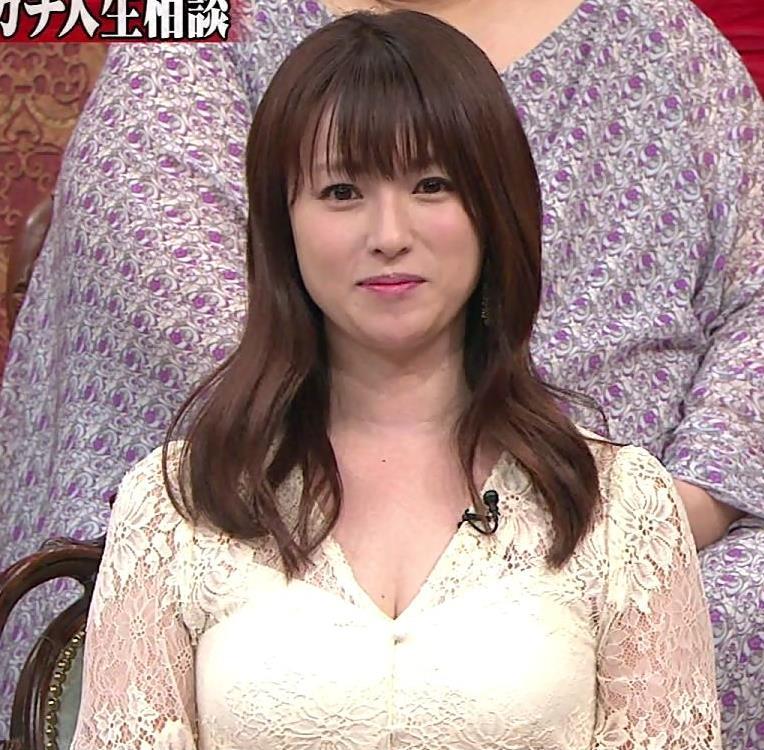 深田恭子 胸の谷間見せムチムチ衣装キャプ・エロ画像4