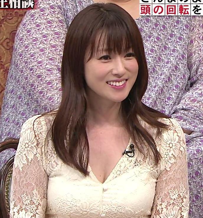 深田恭子 胸の谷間見せムチムチ衣装キャプ・エロ画像10