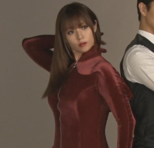 深田恭子 エロいドラマが始まるみたい「ルパンの娘」キャプ・エロ画像3