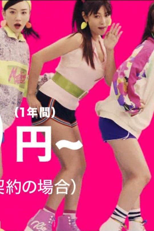深田恭子 短パン太もも(毎度エロいUQモバイルCM)キャプ・エロ画像5