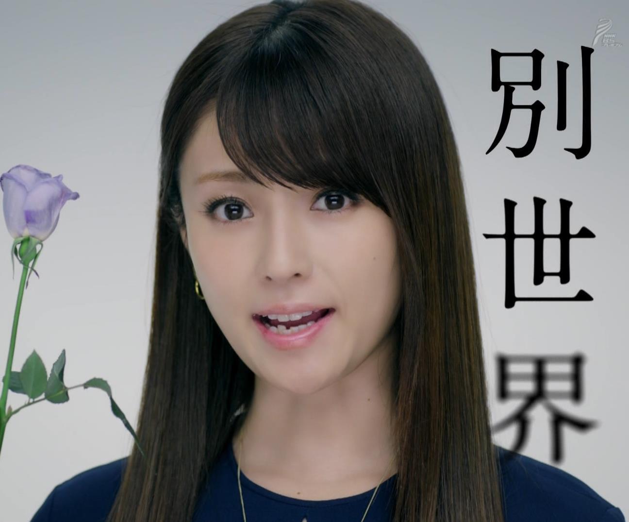 深田恭子 BS4K8Kの宣伝の衣装は体のラインがクッキリでてエロ過ぎキャプ・エロ画像