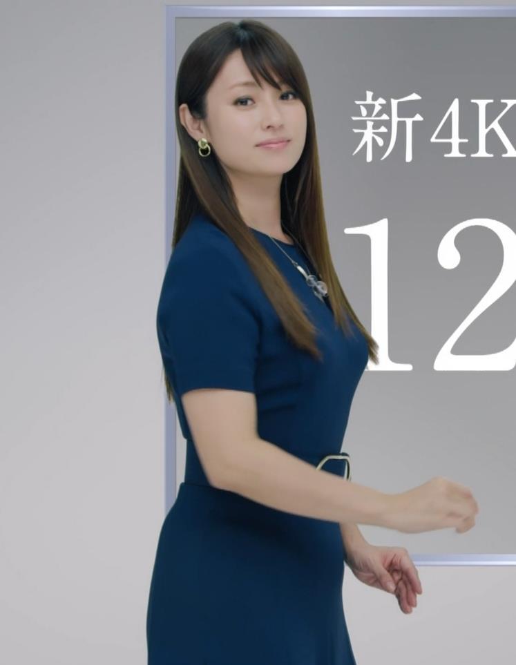 深田恭子 BS4K8Kの宣伝の衣装は体のラインがクッキリでてエロ過ぎキャプ・エロ画像11