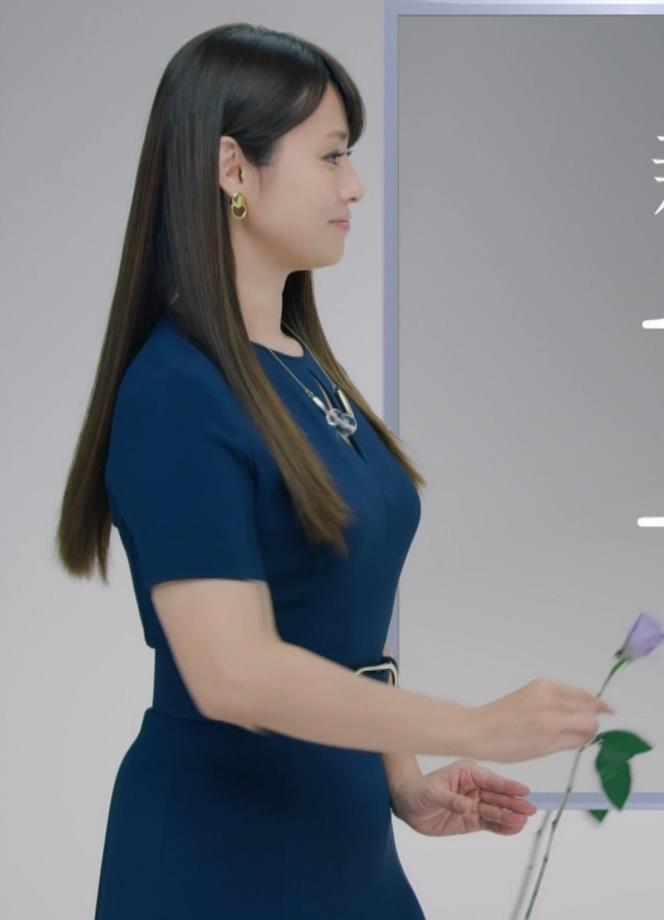 深田恭子 BS4K8Kの宣伝の衣装は体のラインがクッキリでてエロ過ぎキャプ・エロ画像5