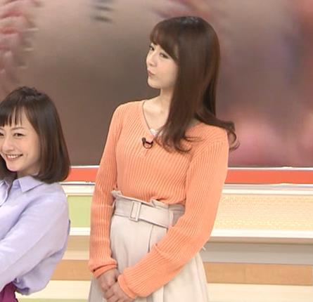 福田成美アナ 胸元がなんかエロいニットキャプ・エロ画像4
