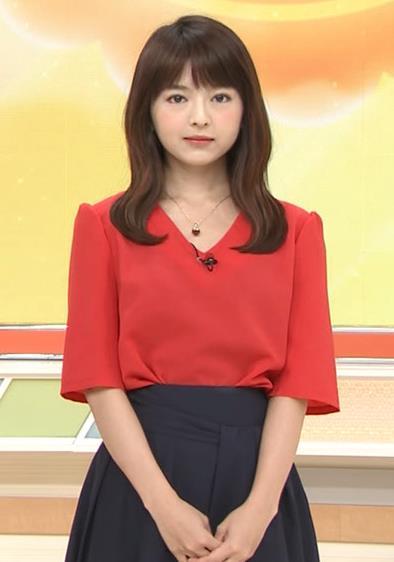福田成美 お辞儀でいつも胸元チラチラしてるキャプ・エロ画像
