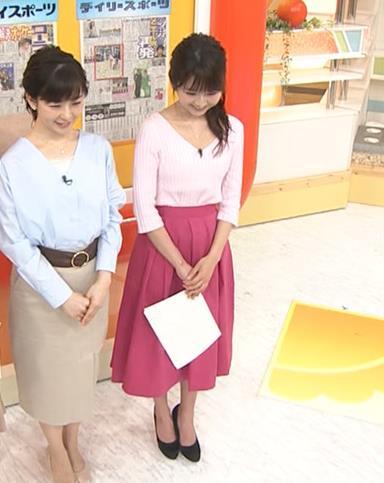 福田成美 胸元が開き気味のVネックニットキャプ・エロ画像4