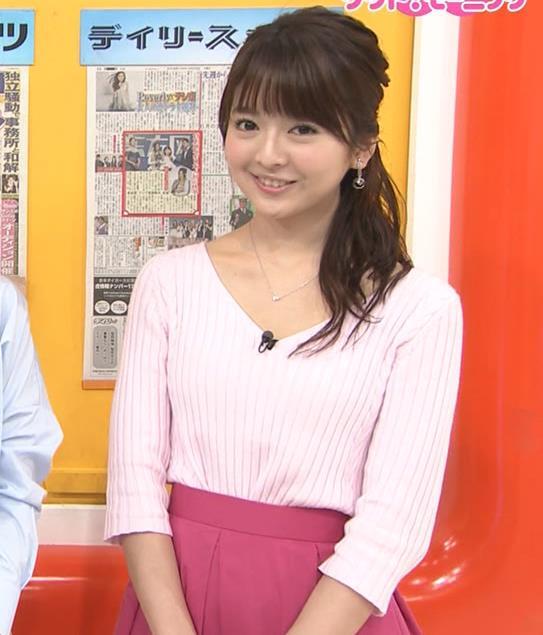 福田成美 胸元が開き気味のVネックニットキャプ・エロ画像5