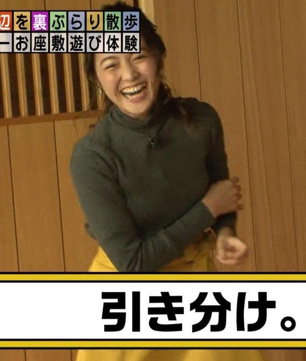 福田典子アナ 「モヤさま」でニットおっぱい♡キャプ・エロ画像5