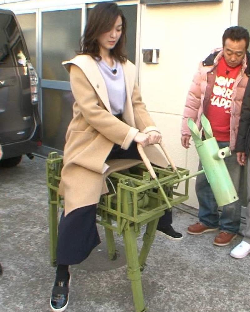 福田典子アナ 胸を触られまくるキャプ・エロ画像3