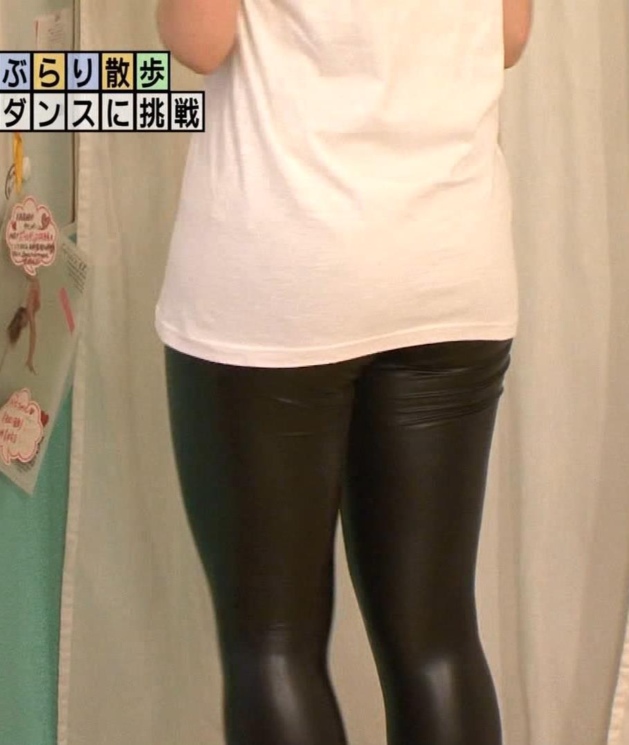 アナ ポールダンスでエロ衣装を着させられる【エロ要員/モヤさま】キャプ・エロ画像10