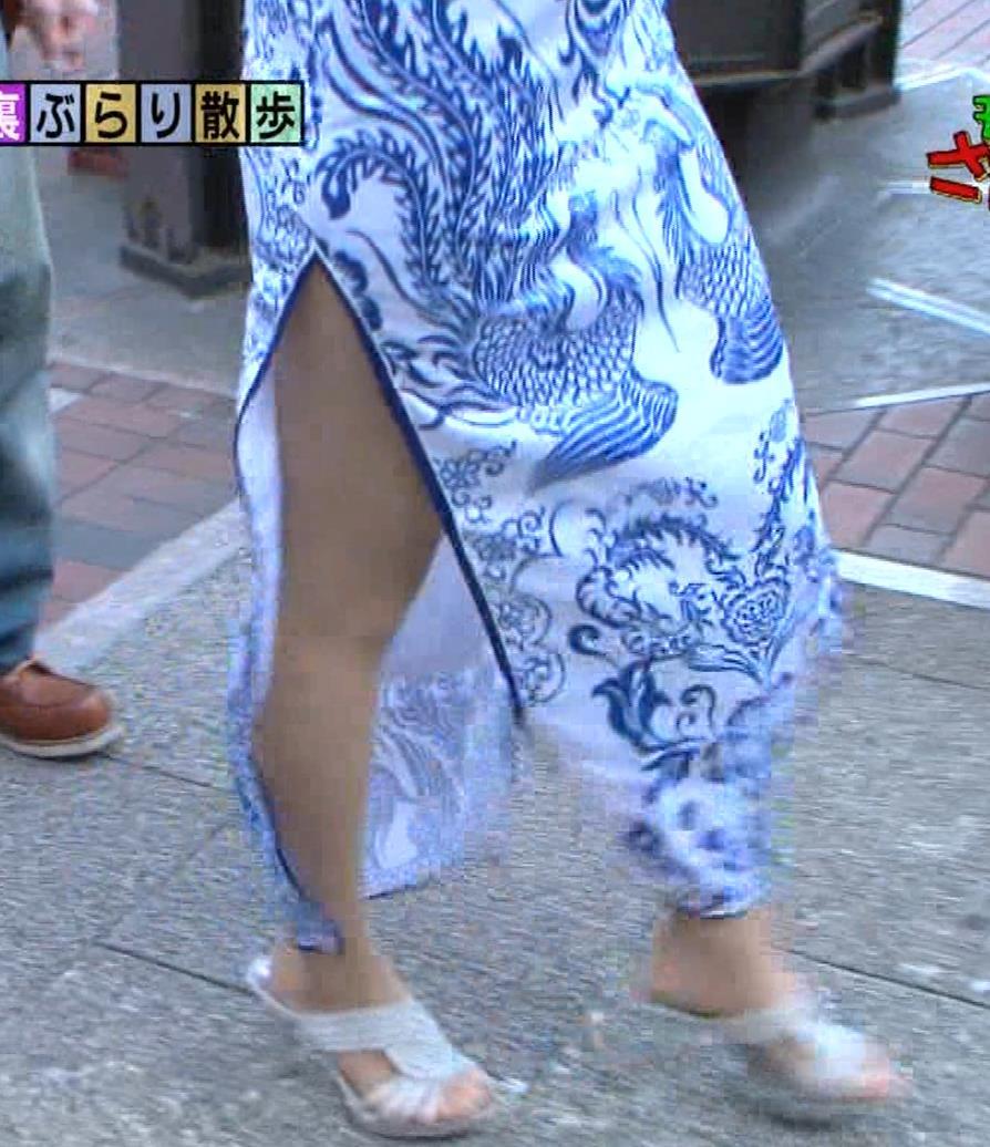 福田典子アナ 激エロ!チャイナドレス!脚&おっぱい!!キャプ・エロ画像35