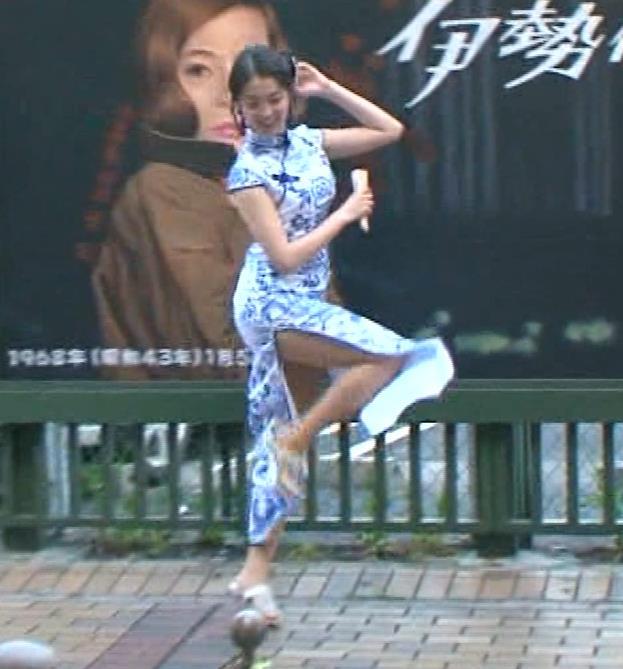 福田典子アナ 激エロ!チャイナドレス!脚&おっぱい!!キャプ・エロ画像37