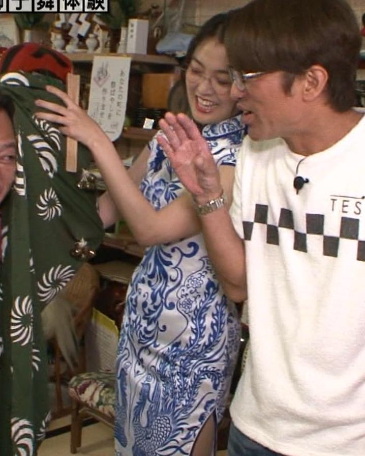 福田典子アナ 激エロ!チャイナドレス!脚&おっぱい!!キャプ・エロ画像42