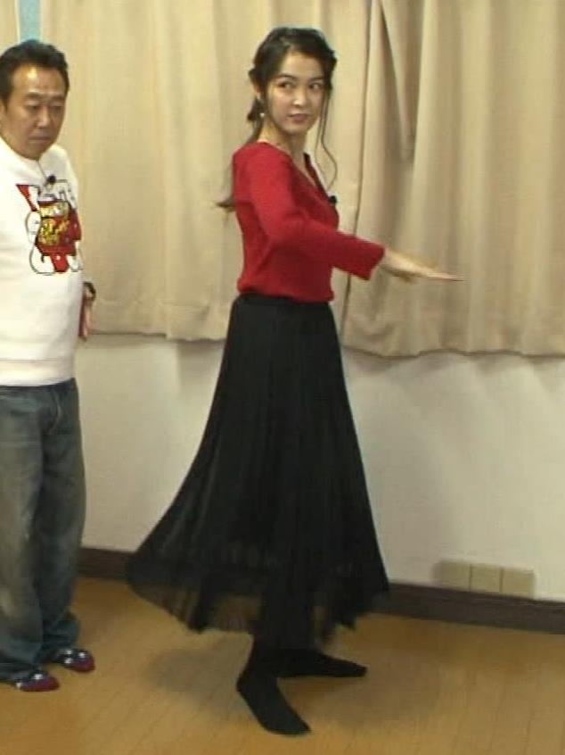 福田典子アナ 前かがみで胸元チラリキャプ・エロ画像11