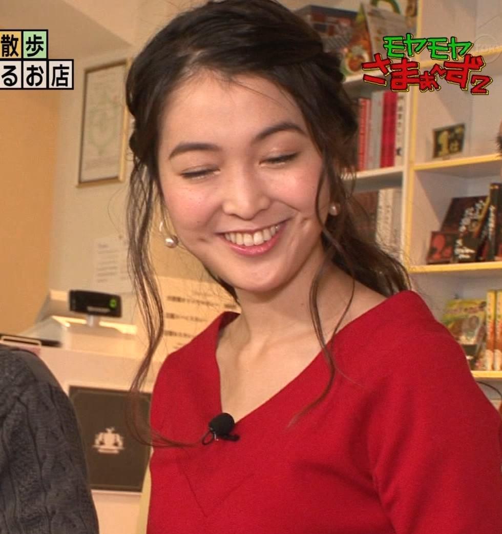 福田典子アナ 前かがみで胸元チラリキャプ・エロ画像4