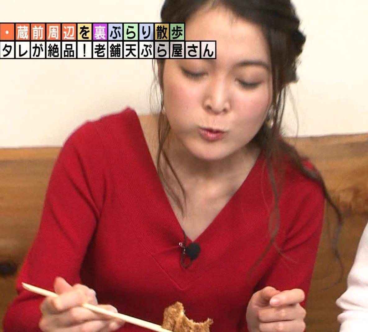 福田典子アナ 前かがみで胸元チラリキャプ・エロ画像9