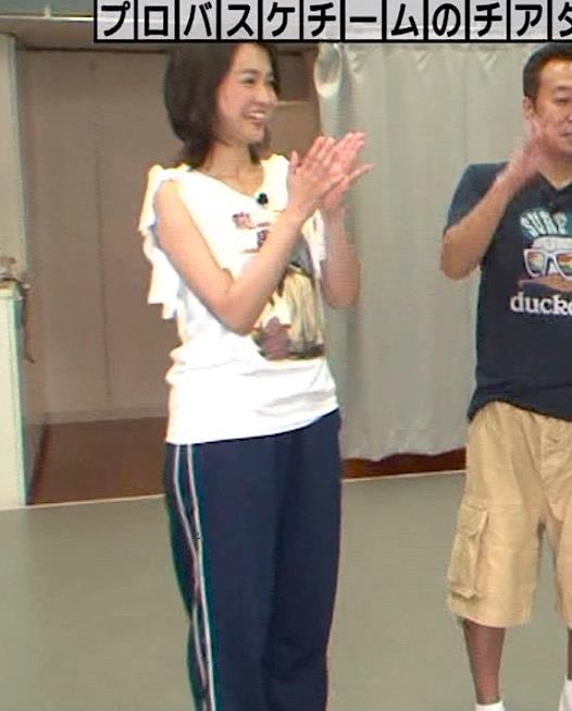 福田典子アナ モヤさまエロ要員のワキ見せキャプ・エロ画像