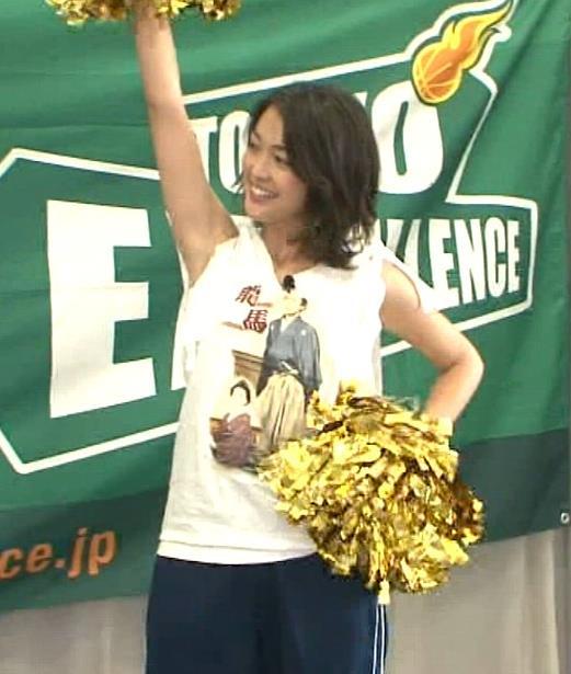 福田典子アナ モヤさまエロ要員のワキ見せキャプ・エロ画像2