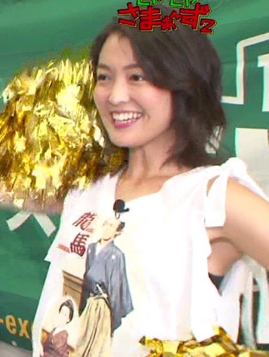 福田典子アナ モヤさまエロ要員のワキ見せキャプ・エロ画像3