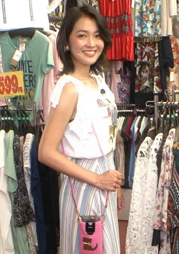 福田典子アナ モヤさまエロ要員のワキ見せキャプ・エロ画像5