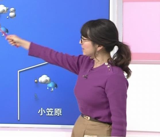 福岡良子 緩めでも目立つニット横乳キャプ・エロ画像5