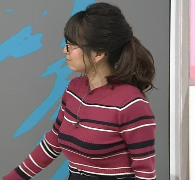福岡良子 ボーダー柄のニットはさらに巨乳が目立つキャプ・エロ画像3