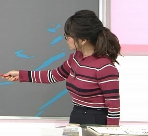 福岡良子 ボーダー柄のニットはさらに巨乳が目立つキャプ・エロ画像4