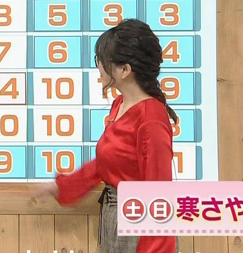 福岡良子 横乳。そろそろ変なメガネを外してほしい。キャプ・エロ画像