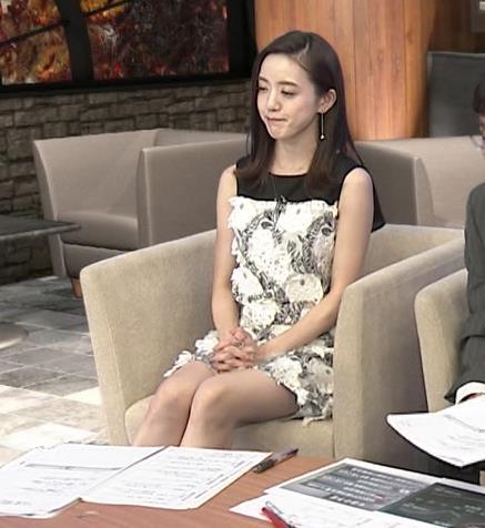 古谷有美アナ ミニスカで座ってパンツ見えそうキャプ・エロ画像11