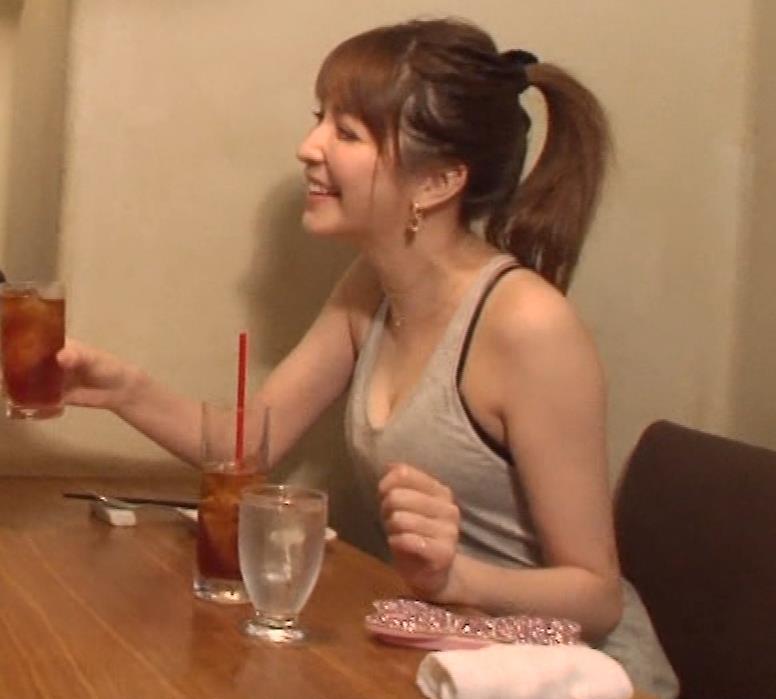 藤井リナ 久しぶりのTVでおっぱい見せまくりキャプ・エロ画像9