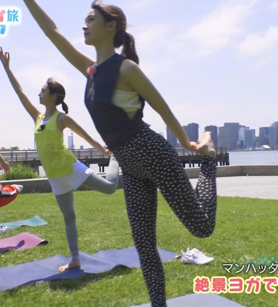 藤井サチ 股間とお尻がエロいヨガ衣装姿キャプ・エロ画像12