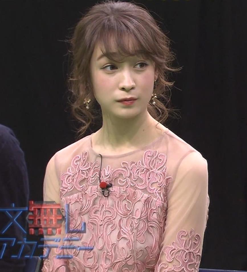 藤井サチ パンツが見えるアングルでパンチラガードキャプ・エロ画像2