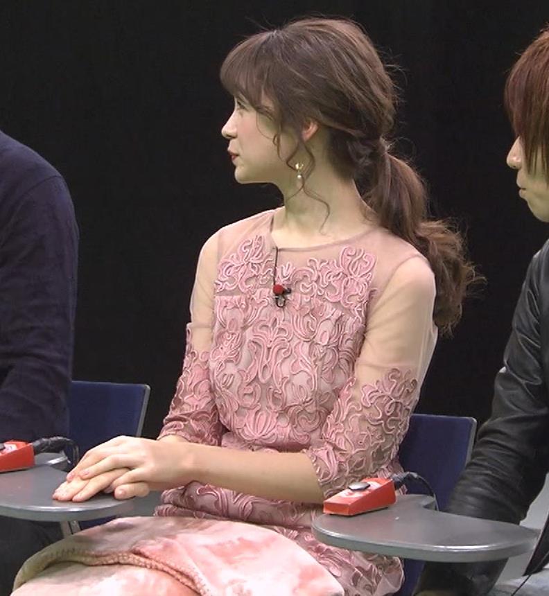 藤井サチ パンツが見えるアングルでパンチラガードキャプ・エロ画像3
