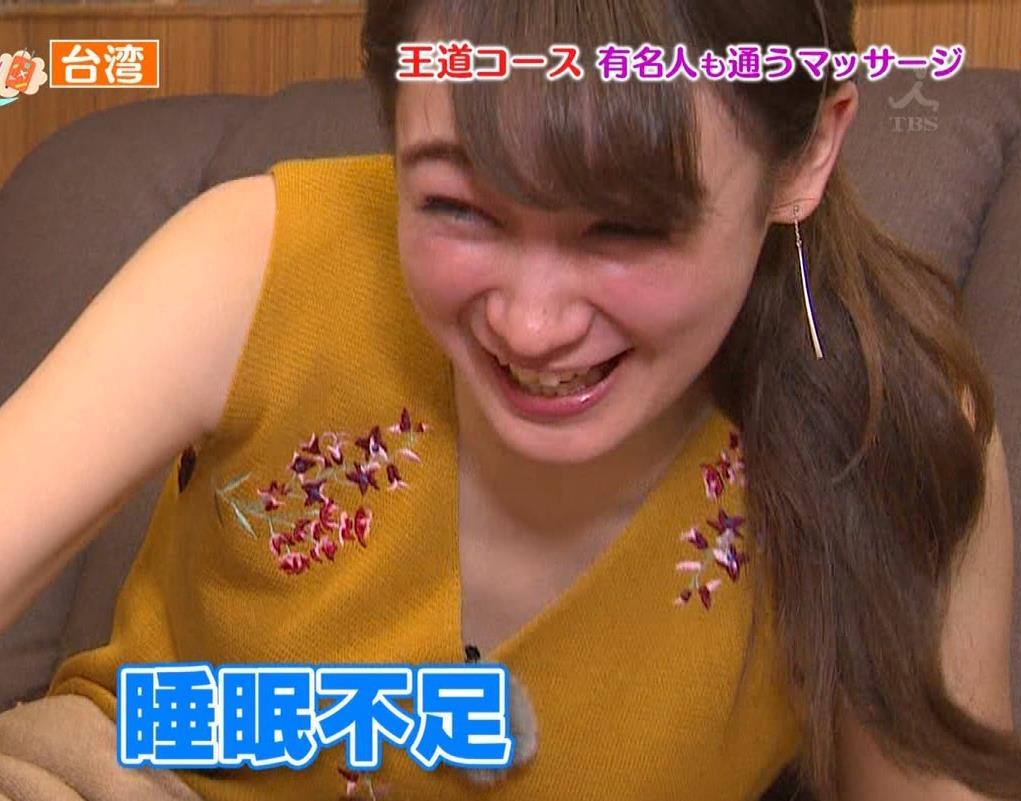 藤井サチ 激痛足つぼマッサージで太ももチラキャプ・エロ画像8