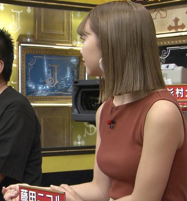 藤田ニコル エッチなニットおっぱいキャプ・エロ画像