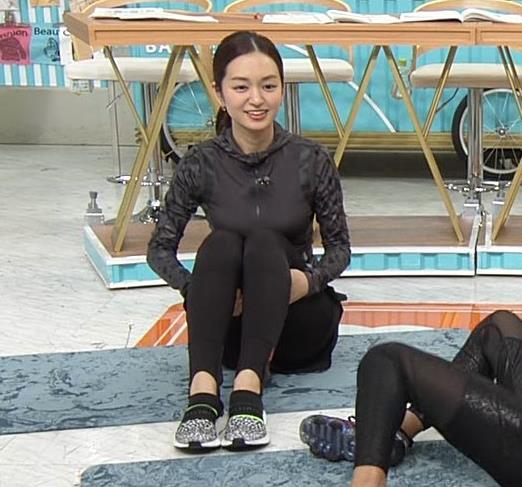 後藤晴菜アナ もはやエロ目的で見てる人の方が多そうなエクササイズコーナーキャプ・エロ画像10