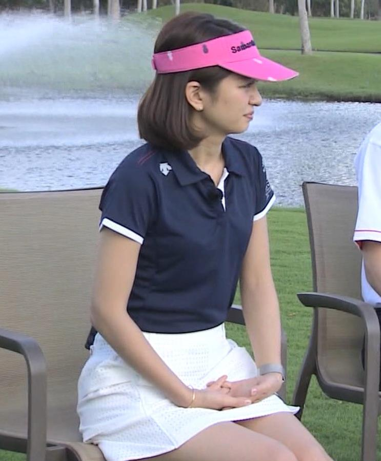 後藤晴菜 ミニスカゴルフウェアで座って太もも生足があらわに!キャプ・エロ画像6