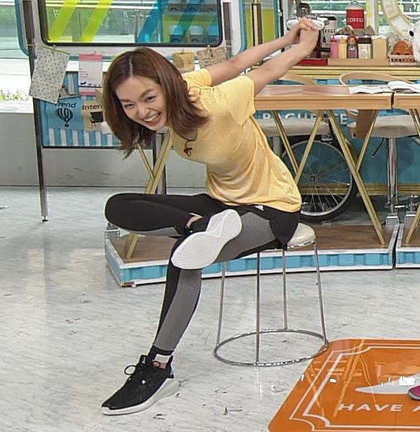 後藤晴菜アナ Tシャツおっぱいを突き出してエロいことにキャプ・エロ画像6