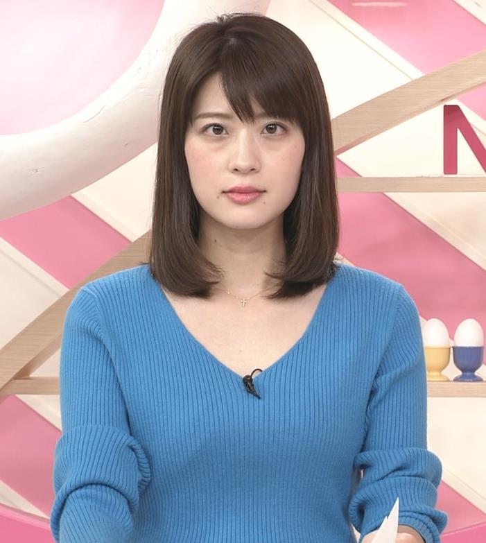 郡司恭子アナ 胸元が開いたニットキャプ・エロ画像2