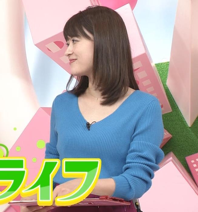 郡司恭子アナ 胸元が開いたニットキャプ・エロ画像3