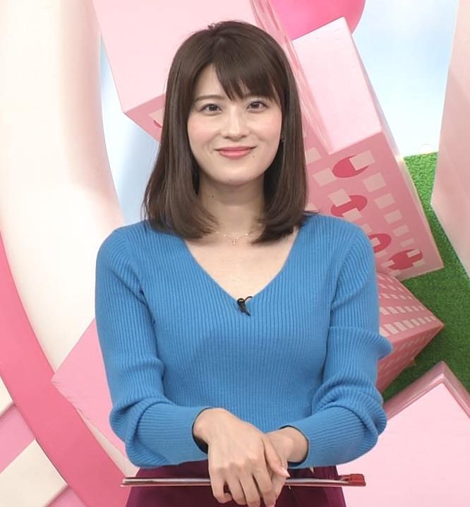 郡司恭子アナ 胸元が開いたニットキャプ・エロ画像5