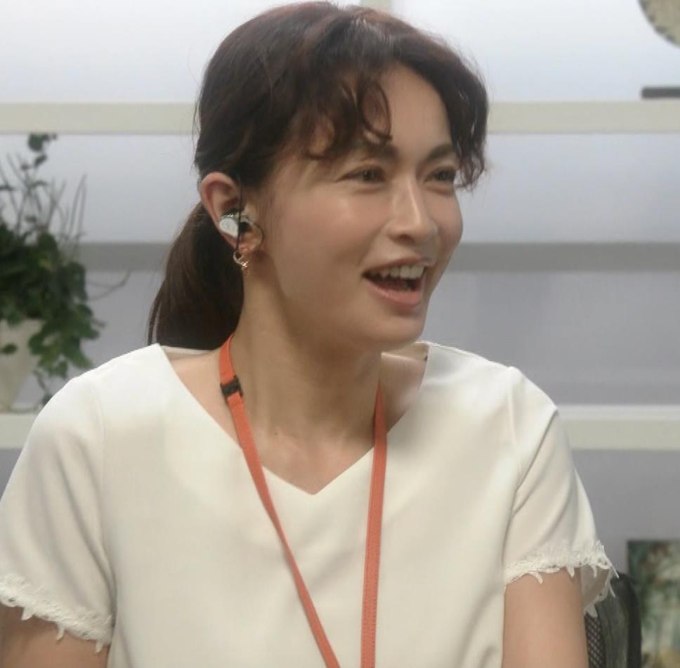 長谷川京子 ちょっとおっぱいがエロい服キャプ・エロ画像3