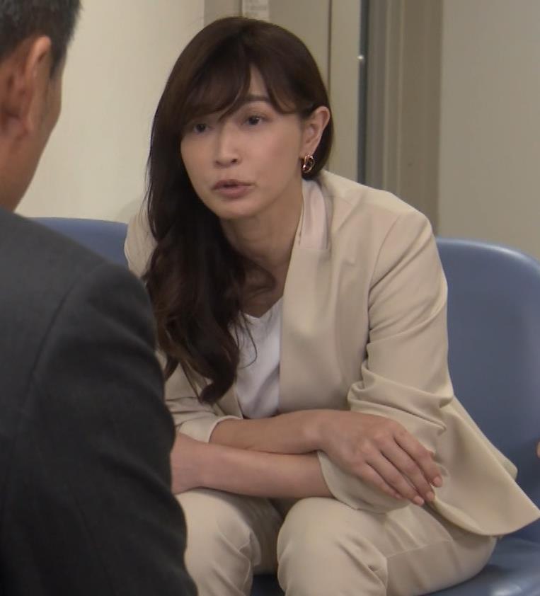 長谷川京子 ちょっとおっぱいがエロい服キャプ・エロ画像8