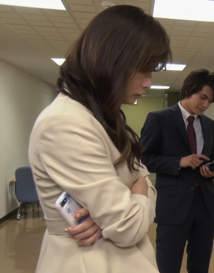 長谷川京子 ちょっとおっぱいがエロい服キャプ・エロ画像10