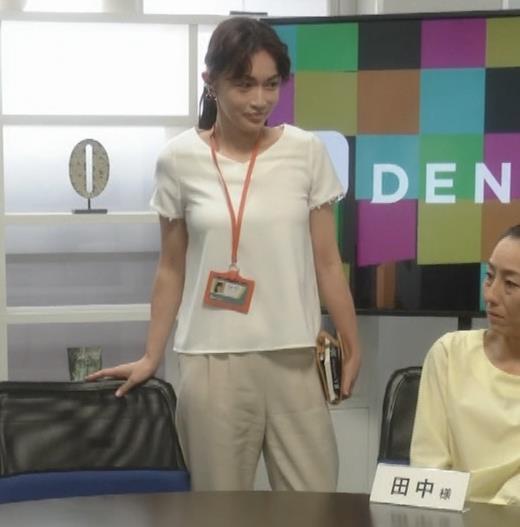 長谷川京子 ちょっとおっぱいがエロい服キャプ画像(エロ・アイコラ画像)