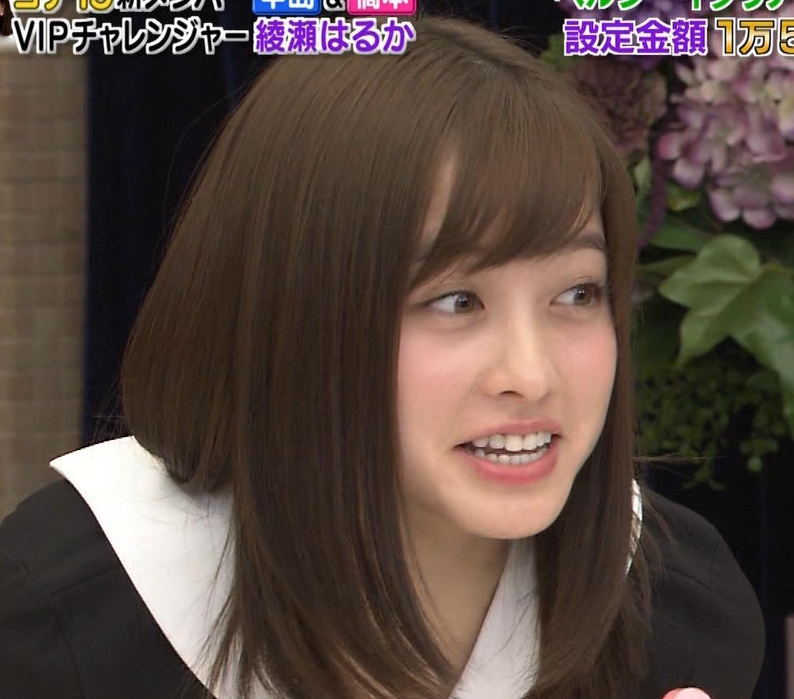 橋本環奈 ミニスカ太ももがしゃがんで…。キャプ・エロ画像13