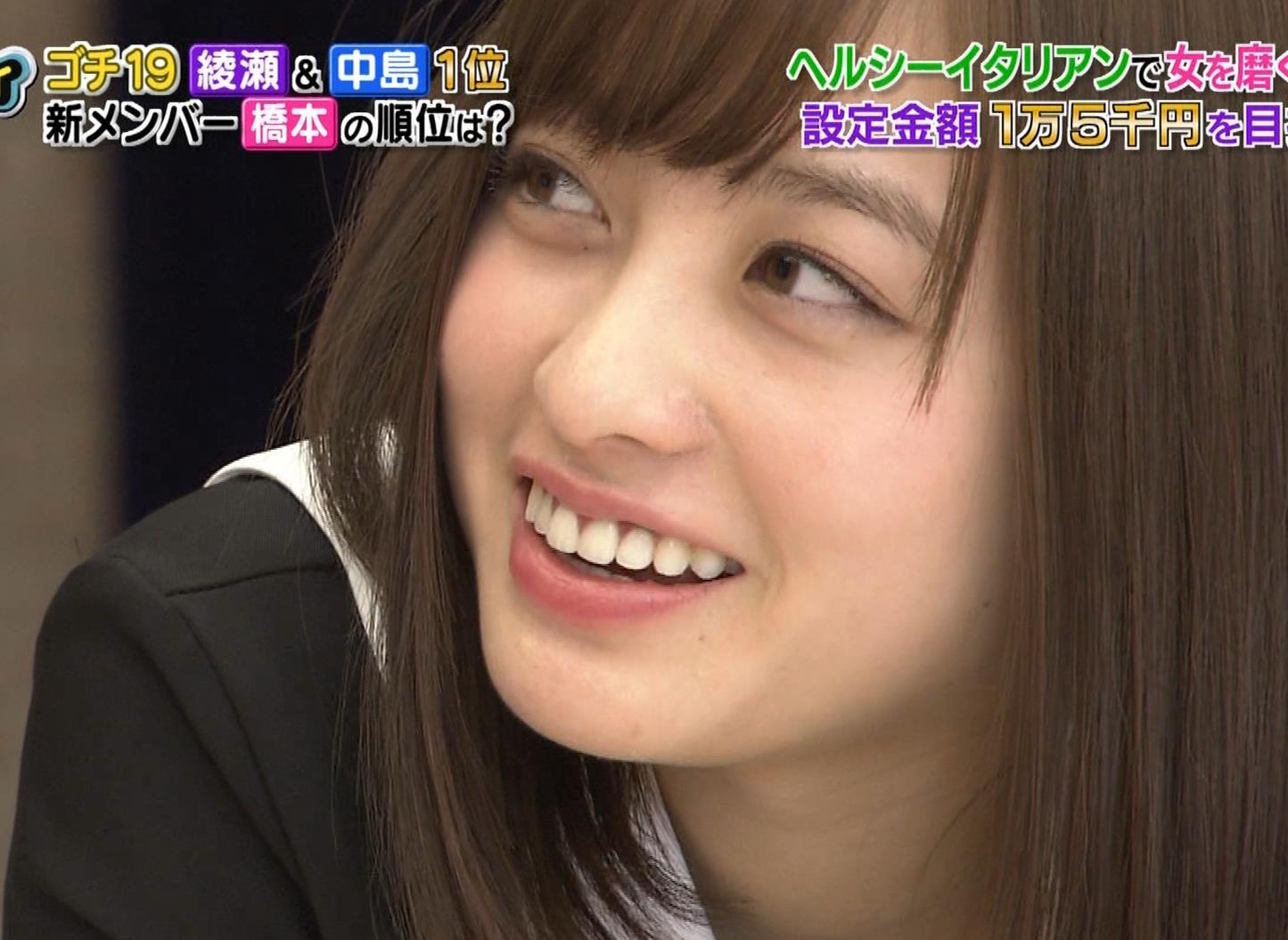 橋本環奈 ミニスカ太ももがしゃがんで…。キャプ・エロ画像15