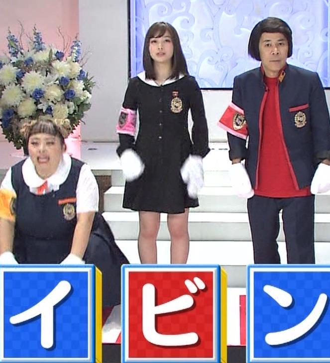 橋本環奈 ミニスカ太ももがしゃがんで…。キャプ・エロ画像4