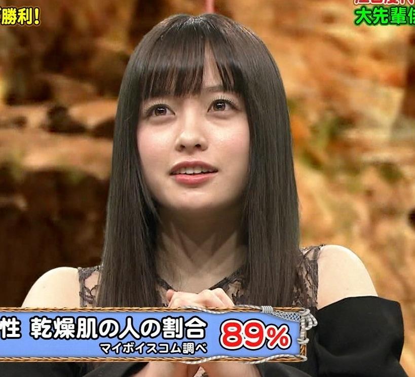 橋本環奈 透け透け肩出し衣装キャプ・エロ画像11